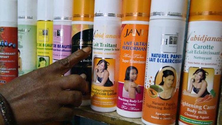 Les produits de blanchiment de la peau sont en vente libre en Côte-d'Ivoire. (AFP)