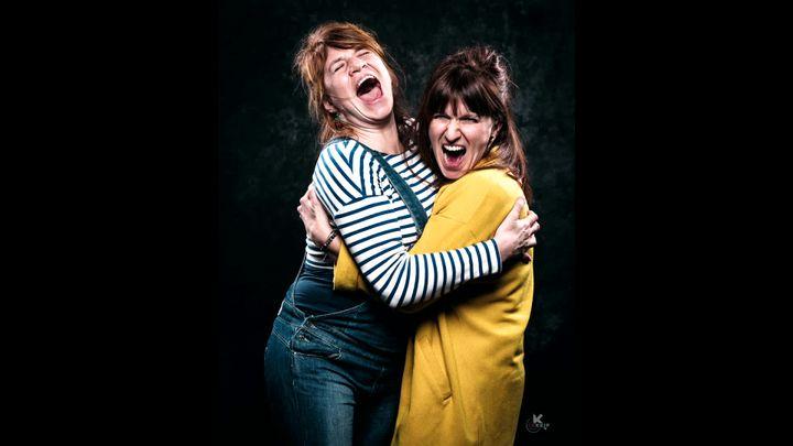 Des soeurs photographiées dans le cadre du projet artistique#Hurlealavie (Studio CKEIP)