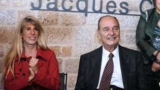 La députée socialiste Sophie Dessus en compagnie de Jacques Chirac au musée de Sarran (Corrèze), le 11 juin 2011. (JEAN-PIERRE MULLER / AFP)