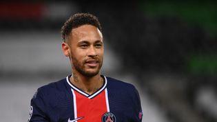 Neymar s'est montré déterminé en conférence de presse, à la veille du choc contre Manchester City en demi-finale aller de la Ligue des champions, mercredi 28 avril. (FRANCK FIFE / AFP)