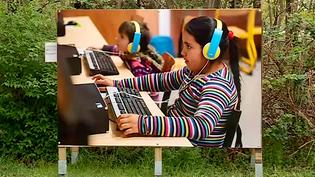 UNe petite fille Rom à l'école, une élève comme les autres.  (Francis Gast - Capture d'écran France 3)