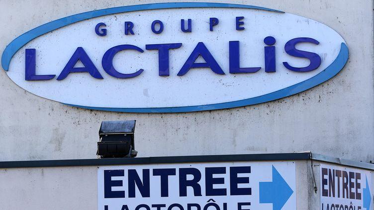 L'entrée d'une usine de fabricationdu groupe Lactalis à Laval, en Mayenne. (EDDY LEMAISTRE / EPA)