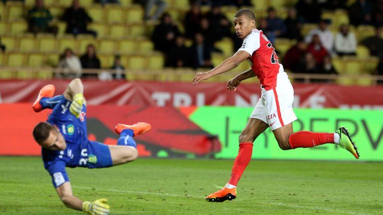 Le jeune attaquant de Monaco Kylian Mbappe n'a laissa aucune chance au gardien nantais Dupé  (JEAN FRAN?OIS OTTONELLO / MAXPPP)