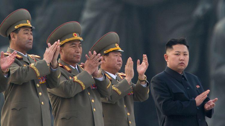Kim Jong-un (à droite), le leader nord-coréen, le 13 avril 2012 à Pyongyang. (ED JONES / AFP )