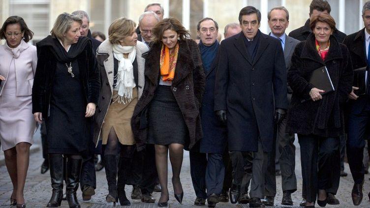 Le gouvernement de François Fillon avant le conseil des ministres du 4 janvier 2012, à Paris. (FRED DUFOUR / AFP)