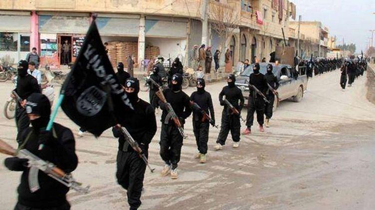 (Une parade de djihadistes de l'EIIL à Raqqa, en Syrie © SIPA)