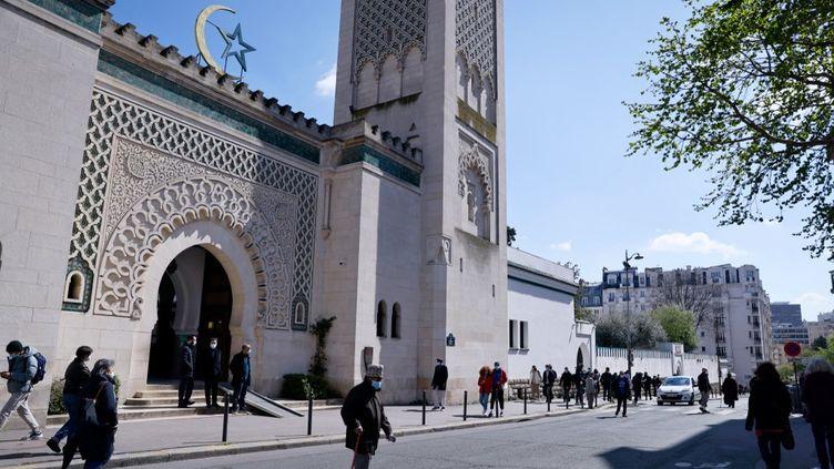 L'entrée de la Mosquée de Paris, le 13 avril 2021, quelques heures avant le début du mois du ramadan. (THOMAS SAMSON / AFP)