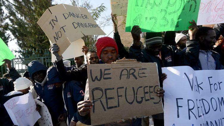 Manifestation de migrants africains à Jérusalem, le 17 décembre 2013 contre une loi qui autorise leur maintien en dérention jusqu'à la réponse à leur demande d'asile. (MAXPPP)