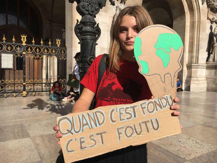 Une participante à la marche pour le climat à Paris, le 13 octobre 2018. (OLIVIA COHEN / RADIO FRANCE)