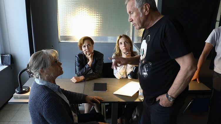 """Muriel Robin et Yves Rénier sur le tournage du téléfilm """"Jacqueline Sauvage : c'était lui ou moi"""" , réalisé par Yves Renier. (FR?D?RIC DUGIT / MAXPPP)"""
