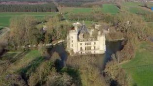 Vienne : le château de la Mothe-Chandeniers, propriété de 25 000 internautes (FRANCE 3)