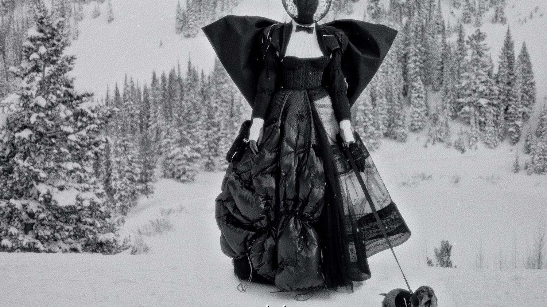 Retour sur la Paris Fashion Week féminine automne-hiver 2021-22 en cinq vidéos coups de cœur - franceinfo