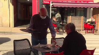 Déconfinement : retour à la vie d'avant en terrasse, à Yssingeaux (France 3)