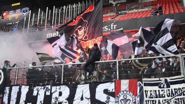 Les Ultramarines, le groupe de supporteurs des Girondins de Bordeaux lors d'un déplacement à Rennes, le 16 octobre 2016. (AFP)