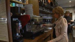 Dans un petit village du Pas-de-Calais, le dernier café a été repris par une mère et sa fille.  (FRANCE 3)