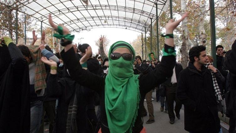 Des partisans de l'opposition manifestent 6 mois après la réélection du président Mahmoud Ahmadinejad qu'ils contestent (AFP)