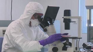 Durée d'incubation, contagiosité... De nombreuses questions se posent sur le coronavirus Covid-19. Où en sont nos connaissances en la matière ? Éléments de réponse. (FRANCE 2)