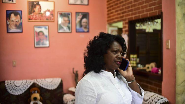Berta Soler, dissidente au régime cubain, leader de l'organisation Les Dames en blanc, à La Havane (Cuba), le 27 novembre 2016 (RONALDO SCHEMIDT / AFP)