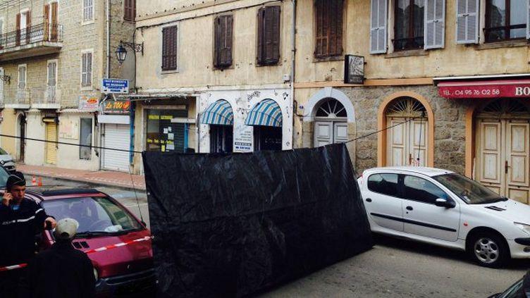 Une sandwicherie kebabsituée dans le centre-ville de Propriano (Corse-du-Sud) a été mitraillée à l'arme lourde, dans la nuit de mardi 2 à mercredi 3 février 2016. (FRANCE 3 VIASTELLA)