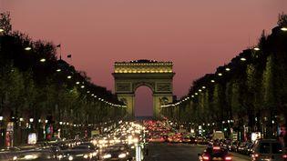 En février 2008, une étudiante suédoise avait été violée après être montée dans ce qu'elle pensait être un taxi, à la sortie d'une boîte de nuit sur les Champs-Elysées, à Paris. (NEALE CLARKE / ROBERT HARDING HERITAGE / AFP)