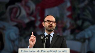 Edouard Philippe présente, lundi 19 mars, le nouveau plan de l'exécutif contre le racisme et l'antisémitismedepuis le Musée national de l'Histoire de l'immigration à Paris. (GERARD JULIEN / AFP)