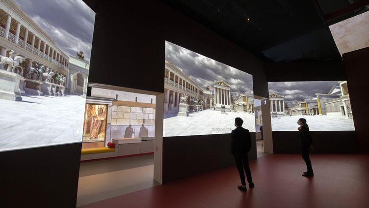 Vue de l'exposition Pompéi dont la scénographie est signée Sylvain Roca. (Rmn-Grand Palais / Photo Didier Plowy)