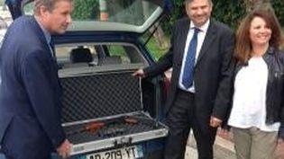 Nicolas Dupont-Aignan a passé jeudi 22 mai 2014 la frontière franco-italienne, au niveau de Menton (Alpes-Maritimes), avec une kalachnikov dans le coffre de sa voitur (DR)