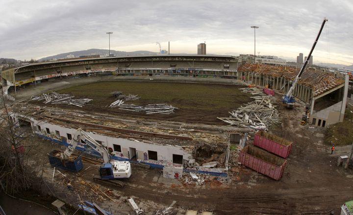 Ce qui reste du stade du Hardturm des Grasshoppers Zurich, à Zurich (Suisse), le 9 décembre 2008. (ARND WIEGMANN / REUTERS)
