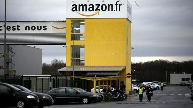 (© MaxPPP / Un site de distribution du marchand en ligne Amazon, à Saran dans le Loiret.)