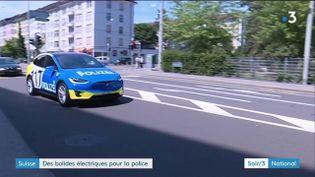 Une Tesla de la police de Bâle, en Suisse (France 3)