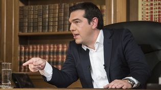 Alexis Tsipras, lors d'une interview sur la télévision publique grecque ERT, le 14 juillet 2015. (ANDREA BONETTI / PRIME MINISTER OFFICE / AFP)