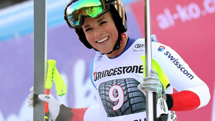 La Suissesse Lara Gut heureuse dans l'aire d'arrivée (STEPHAN JANSEN / DPA)