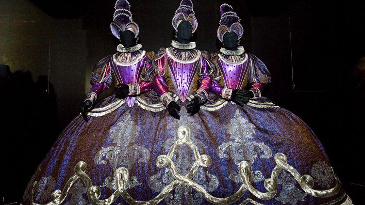 Costumes de scène dessinés par Patrice Cauchetier et utilisés dans Hippolyte & Aricie par le compositeur français Jean Philippe Rameau en 1996 à l'Opéra National de Paris. Ils ont été présentés à l'exposition Barockissimoau Centre National du Costume de Scène de Moulins en 2016 (THIERRY ZOCCOLAN / AFP)