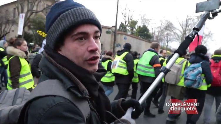 """""""Complément d'enquête"""" a suivi Gabin Formont, le fondateur du média """"Vécu"""", à une manifestation des """"Gilets jaunes"""" (COMPLÉMENT D'ENQUÊTE/FRANCE 2)"""