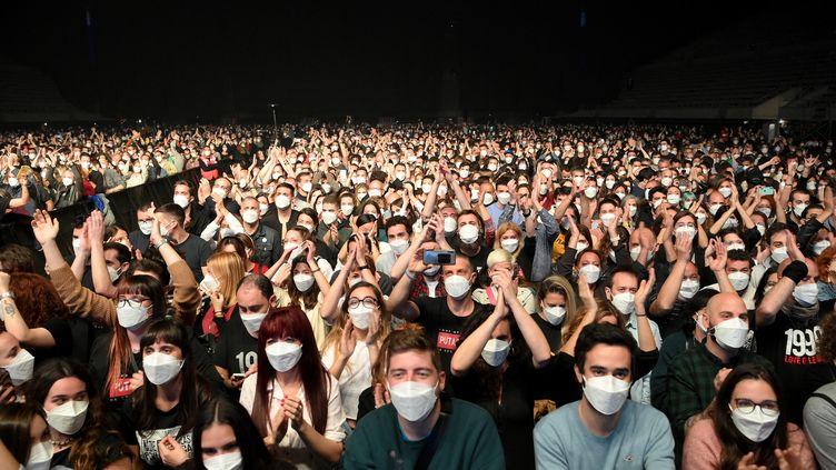 Concert test au Palau Sant Jordi de Barcelone, par le groupe de rock Love of Lesbian, le 27 mars 2021 (LLUIS GENE / AFP)