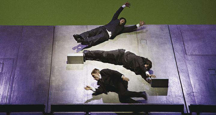 Le Plan B d'Aurélien Bory met ses acrobates en lévitation  (Aglaé Bory)