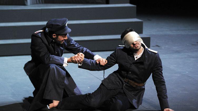 """Répétition de la pièce """"Le Prince de Hombourg"""", le 2 juillet 2014, à Avignon (Vaucluse). (BORIS HORVAT / AFP)"""