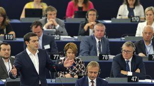Le Premier ministre grec, Alexis Tsipras, s'exprime au Parlement européen, le 8 juillet 2015, à Strasbourg (Bas-Rhin). (VINCENT KESSLER / REUTERS)