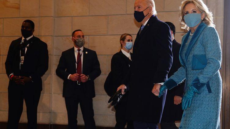 Joe et JillBiden arrivent au Capitole (Washington), le 20 janvier 2021. (JIM LO SCALZO / POOL / AFP)