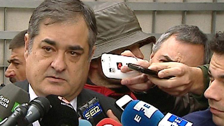 Manolo Saiz devant la presse lors du procès Puerto (EFETV)