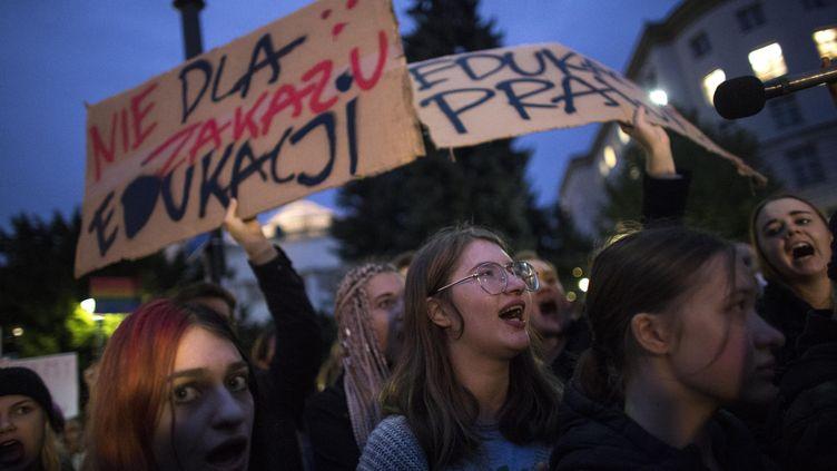 Manifestation à Varsovie le 16 octobre 2019 contre le projet de loi interdisant les cours d'éducation sexuelle à l'école (MACIEJ LUCZNIEWSKI / NURPHOTO)