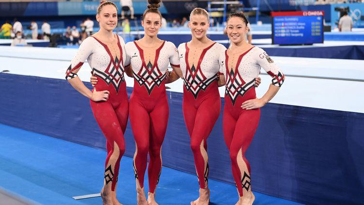 Les gymnastes allemandesElisabeth Seitz, Sarah Voss, Pauline Schaefer-Betz et Kim Bui, le 25 juillet 2021 à Tokyo. (MARIJAN MURAT / DPA / AFP)