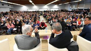 L'Agence régionale de santé a organisé une réunion publique le 4 avril 2019 après la révélation de 12 cas de cancers pédiatriques dans le secteur de Sainte-Pazanne (Loire-Atlantique). (FRANCK DUBRAY / MAXPPP)