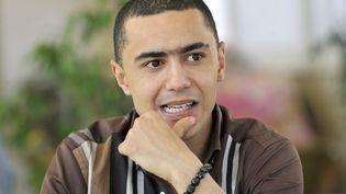 Le rappeur tunisien Weld El 15, lors de son arrivée à un procès près de Tunis, le 13 juin 2013. (FETHI BELAID / AFP)