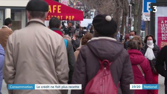 Consommation : les Français épargnent et délaissent les crédits