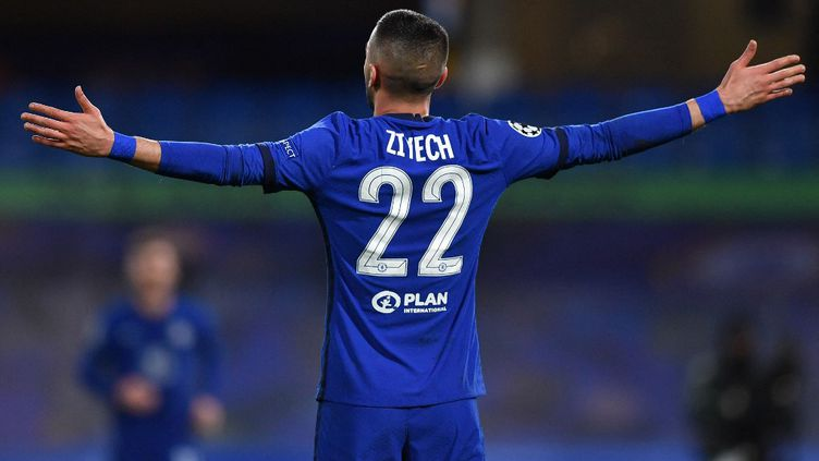 Hakim Ziyech célèbre son but après avoir ouvert le score face à l'Atletico de Madrid, le 17 mars 2021.  (BEN STANSALL / AFP)