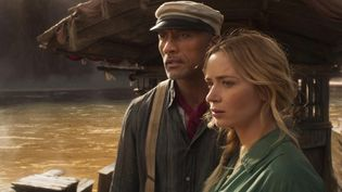 "Les acteurs Emily Blunt et Dwayne Johnson dans le film ""Jungle Cruise"" (Disney Enterprises, Inc. All Rights Reserved. / Frank Masi Stars)"