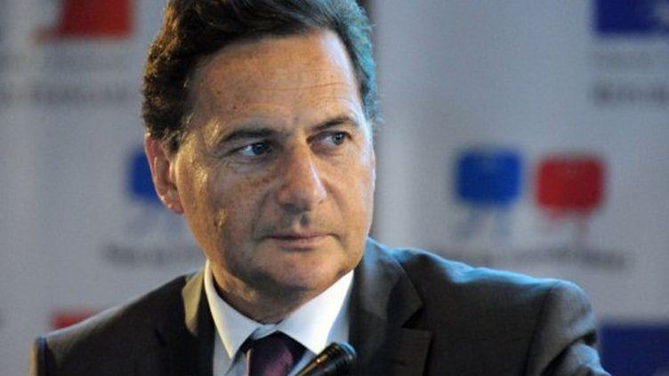 Eric Besson, ministre de l'Industrie, se défend de préferer le football et Twitter à la politique (AFP)