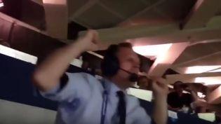 Capture d'écran de la vidéo montrant la joie deGudmundur Benediktsson, après la victoire de l'Islande face à l'Angleterre, le 27 juin 2016, lors des huitièmes de finale de l'Euro 2016. (ONVIDEOS / YOUTUBE)