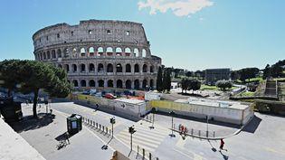Rues vides à Rome, autour du Colisée, le 15 mars 2021, premier jour du nouveau confinement décrété dans la ville. (ANDREAS SOLARO / AFP)